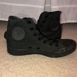 All-Black Converse *GREAT CONDITION*